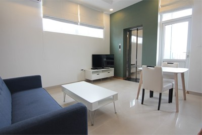 Bright 1 bedroom apartment  for rent on Au Co street, Tay Ho district